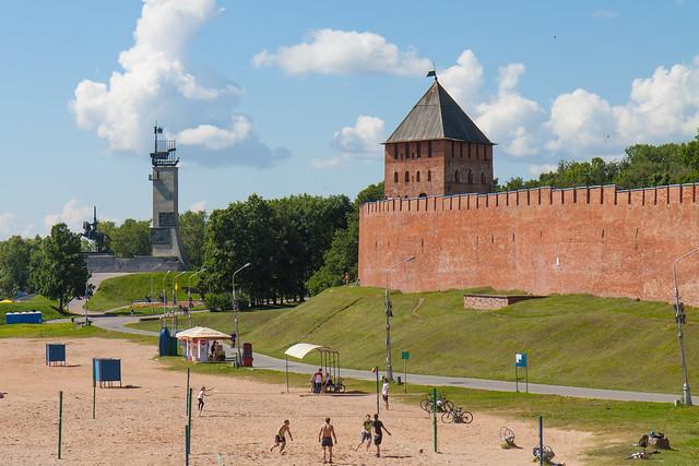 В Великом Новгороде обрушилась облицовка стены кремля
