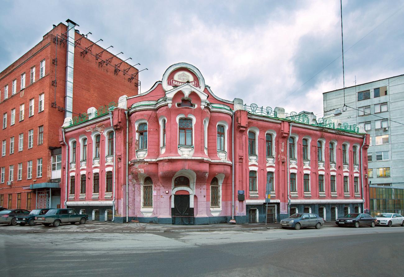 You are currently viewing В Москве показали, как знаменитый дом с упаковки шоколада выглядит изнутри!!!