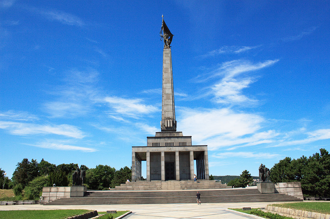 You are currently viewing В Братиславе началась реконструкция мемориала советским воинам Славин!